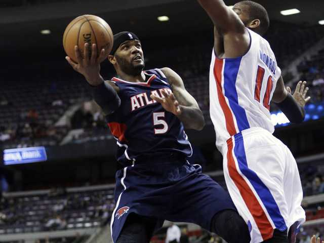 Atlanta Hawks forward Josh Smith (5) shoots around Detroit Pistons center Greg Monroe (10) during the first quarter of an NBA basketball game at the Palace in Auburn Hills, Mich., Monday. (AP)