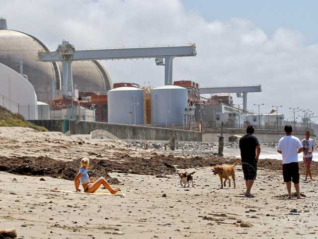 People strolling along the beach near the San Onofre Nuclear Generating Station in San Onofre in 2012. The nuclear power plant could be restarted safely.