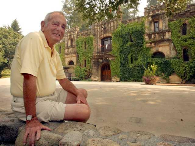 Jim Barrett, influential California vintner, dies