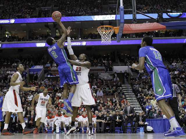 Florida Gulf Coast's Bernard Thompson (2) goes up for a shot against San Diego State's Deshawn Stephens (23) on Sunday in Philadelphia.