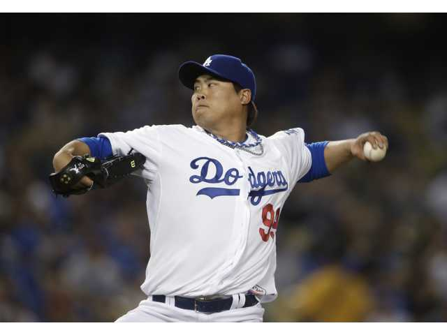 Los Angeles Dodgers starting pitcher Hyun-Jin Ryu throws to the San Francisco Giants in Los Angeles on Tuesday.