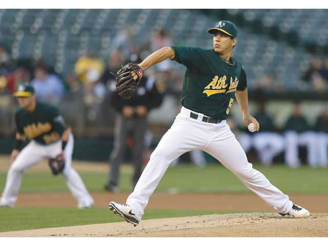 Oakland Athletics pitcher Tommy Milone, a Saugus High alumnus, works against the Seattle Mariners on Wednesday in Oakland.