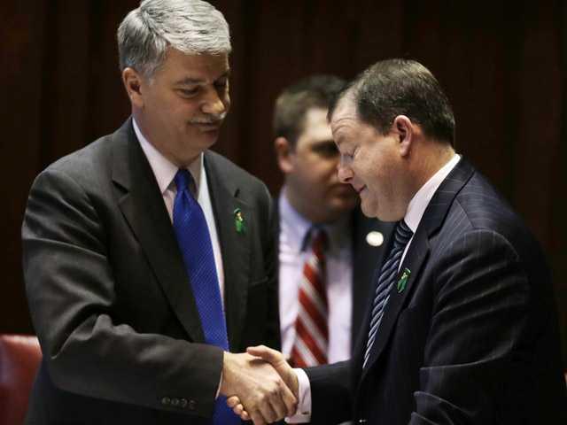Conn. Senate approves sweeping gun control bill