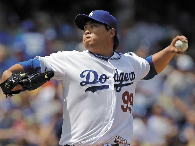 Ryu picks up first MLB win as Dodgers defeat Pirates 6-2