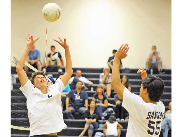 Saugus' Justin Coleman (6) sets for Zach Choo (55) on Thursday at Golden Valley High School.