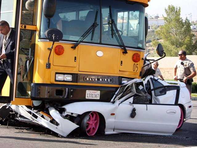 2 hurt in Lake Elsinore school bus crash