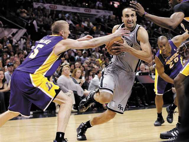 San Antonio Spurs' Manu Ginobili, center, drives between Los Angeles Lakers Steve Blake, left, and Dwight Howard on Sunday in San Antonio.