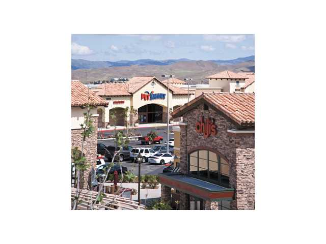 More businesses are moving into Canyon Country retail center