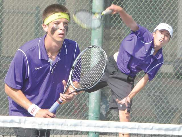 Valencia tennis dominant in claiming 8th straight title