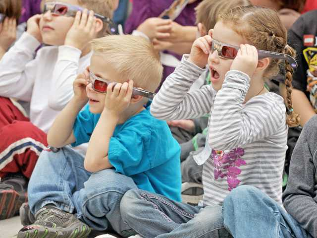 Jack Booth, left, and Allyson London, both 5, look at a panorama of the Mars landscape through 3-D glasses.