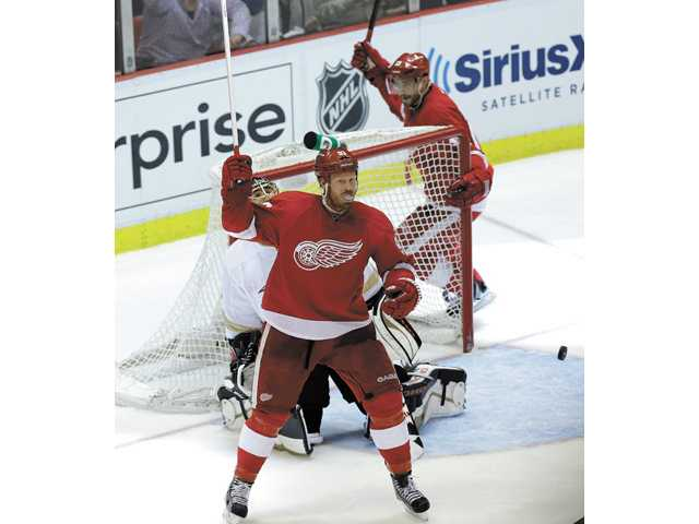 Detroit Red Wings left wing Johan Franzen, left and Pavel Datsyuk celebrate a goal against the Anaheim Ducks in Detroit on Friday.