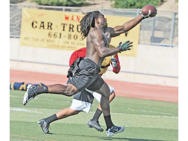 College of the Canyons receiver Louis Gipson makes a one-handed catch during practice on Wednesday at College of the Canyons' Cougar Stadium.