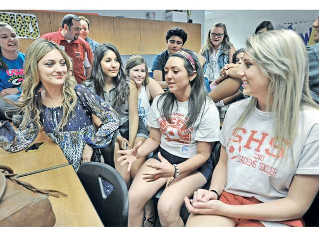 Gianna Zirpolo, center, and Gillian Lyons, right, representatives from Saugus High School in Massachusetts visit with ASB members of Saugus High School in Saugus on Friday.