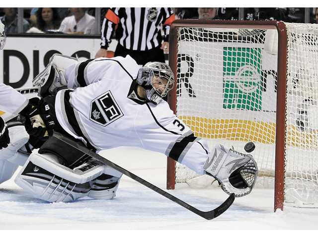Kings can't close out Sharks in 2-1 Game 6 loss