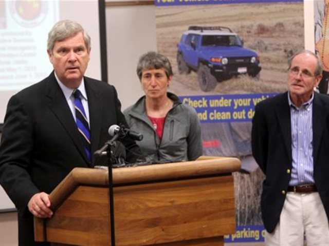 Secretary of the Interior Sally Jewell, center, Agriculture Secretary Tom Vilsack, left, and Idaho Sen. Jim Risch hold a press conference on Monday May 13, 2013, at the National Interagency Fire Center in Boise, Idaho.