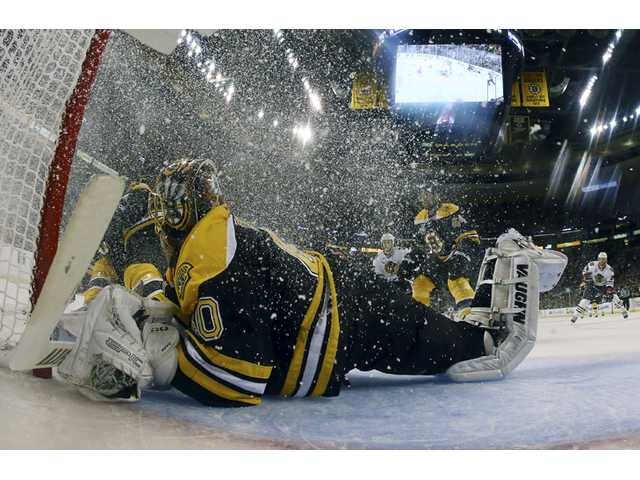 Bruins beat Blackhawks 2-0, lead Cup finals 2-1