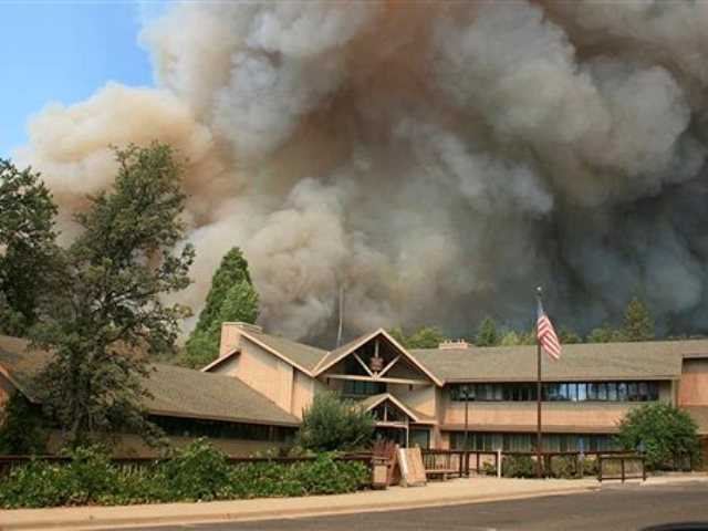 Huge Northern California wildfire gains strength