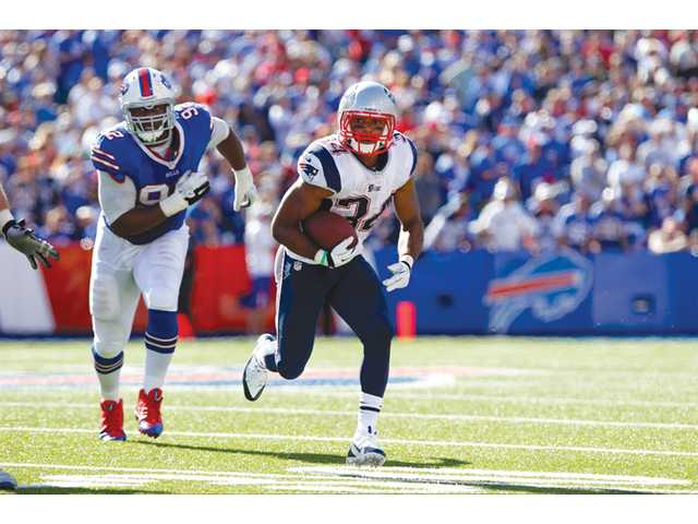 New England Patriots running back and Valencia graduate Shane Vereen (34) runs away from Buffalo Bill Alex Carrington (92) on Sunday in Orchard Park, N.Y.