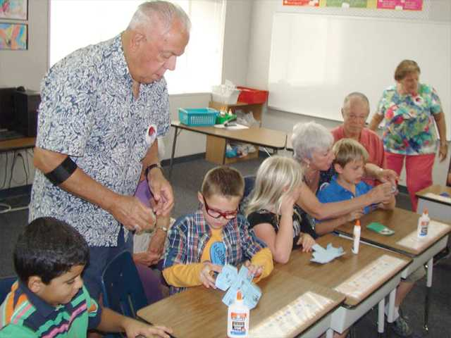 Elementary school hosts grandparents
