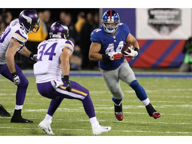New York Giants running back Peyton Hillis (44) rushes against the Minnesota Vikings on Monday in East Rutherford, N.J.