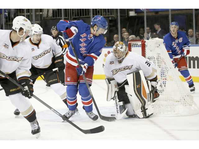 Andersen stays perfect; Ducks top Rangers 2-1