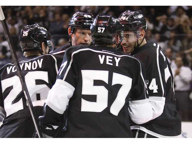 Scrivens, LA Kings win again