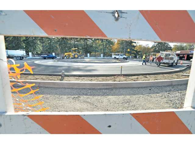 Most in city survey want Newhall roundabout to go bare