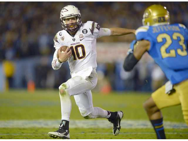 Arizona State quarterback Taylor Kelly, left, runs the ball as UCLA cornerback Anthony Jefferson pursues. UCLA lost 38-33.
