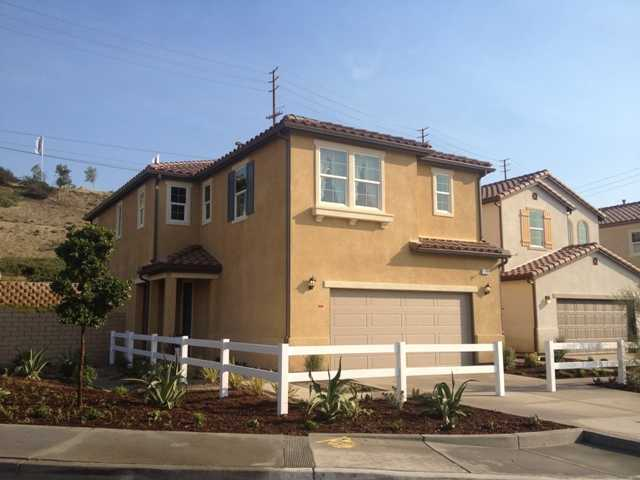 Valle Di Oro, 79 single-family detached homes in Santa Clarita off Golden Valley and Sierra Highway, one of the homebuilder's new home communities.