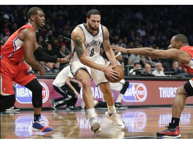 Brooklyn Nets guard Deron Williams drives to the basket on Thursday night in Brooklyn.