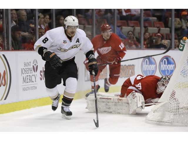 Anaheim right wing Teemu Selanne (8) chases a puck against Red Wings defenders on Tuesday in Detroit.
