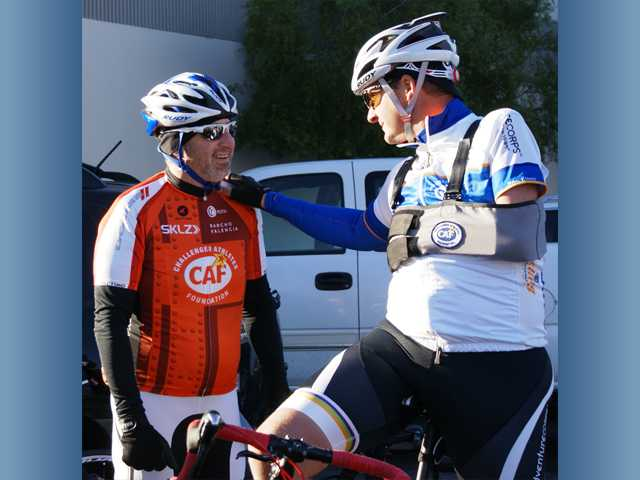 Cyclist Dan Aldrich (right) talks with Kevin Korenthal before Sunday's bike tour. Signal photo by Jim Holt.