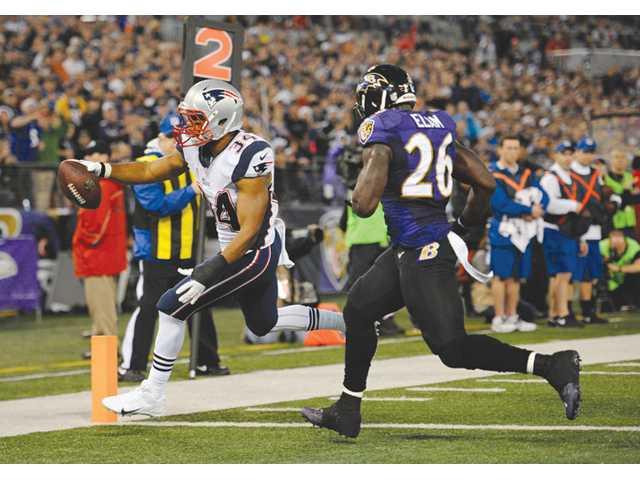 Valencia High graduate and New England Patriots running back Shane Vereen, left, scores a touchdown on a pass from Tom Brady during Sunday's 41-7 win over the Baltimore Ravens in Baltimore.