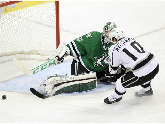 Los Angeles Kings center Mike Richards (10) shoots the puck wide of Dallas Stars goalie Kari Lehtonen (32) on Tuesday in Dallas.