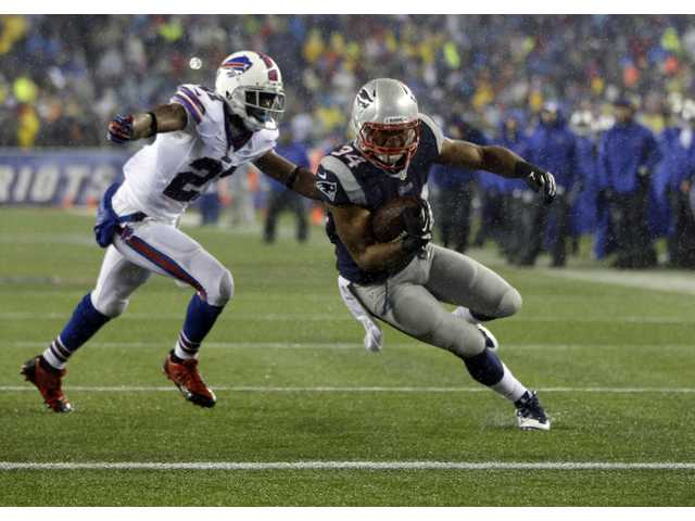 Former Valencia Viking and current New England Patriots running back Shane Vereen runs into the end zone for a touchdown on Dec. 29.