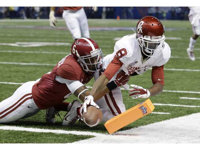 Oklahoma wide receiver Jalen Saunders (8) scores a touchdown during the first half of the Sugar Bowl on Thursday.
