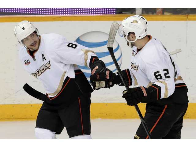 Anaheim Ducks right wing Teemu Selanne (8), celebrates with Patrick Maroon (62) after scoring a second period goal on Thursday.