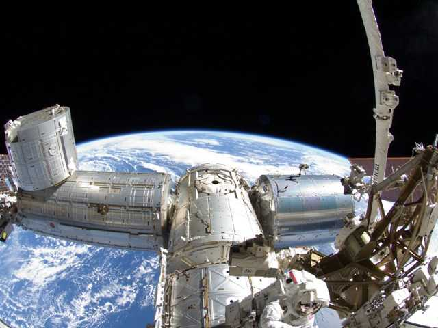 Viewers will be able to take a trip around the world in a televised broadcast from the International Space Station on the National Geographic channel.