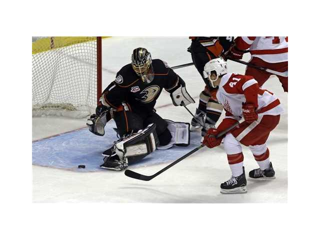 Anaheim Ducks goalie Jonas Hiller (1) defends against Detroit Red Wings center Luke Glendening (41) on Sunday in Detroit.