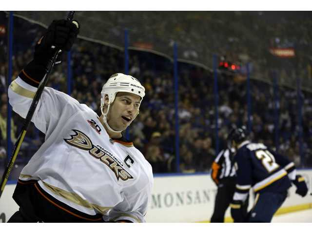 Anaheim Ducks Ryan Getzlaf, left, celebrates after scoring against the St. Louis Blues on Saturday in St. Louis.