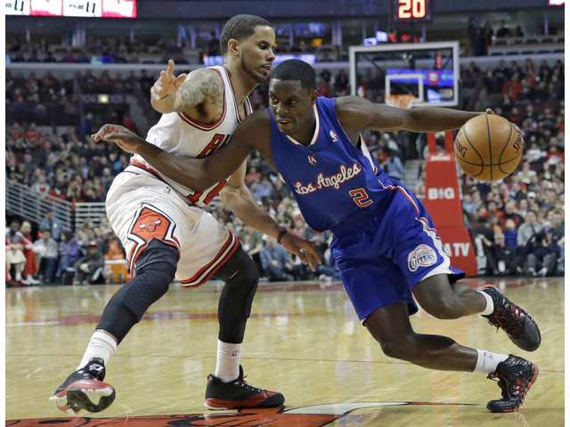 Los Angeles Clippers guard Darren Collison, right, drives against Chicago Bulls forward D.J. Augustin on Friday in Chicago.