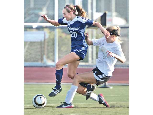 Saugus' Avery Schulhofer (20) attacks as Golden Valley defender Daesoeil Peterson Henry pursues at Golden Valley on Tuesday.
