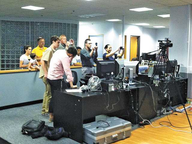 """Parents as """"Paparazzi"""" of the Cub Scout's Pack 490 tour of The Signal newsroom. Jana Adkins/The Signal"""