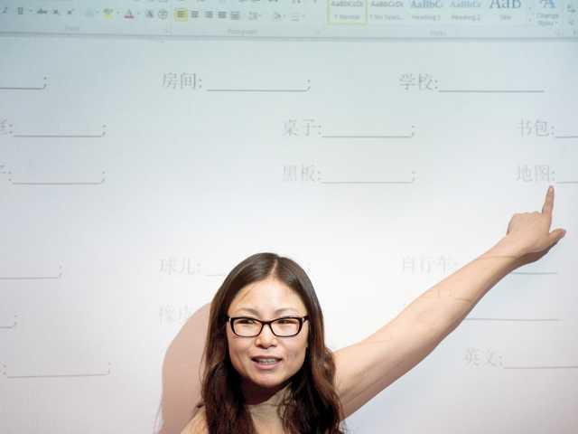 Ying Fisher gives a vocabulary lesson to her beginning Chinese students. Signal photo by Charlie Kaijo.