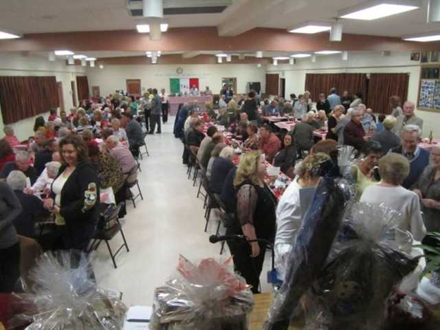 Diners attending the Xi Nu Zeta Lasagna Dinner fundraiser to raise money for the SCV scholarship fund. Barbara Duck/Courtesy photo