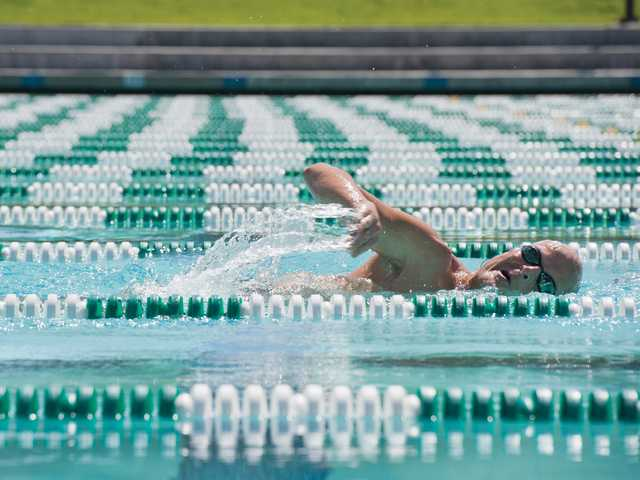 Daryt Frank swims laps at the Santa Clarita Aquatics Center on Monday. Signal photo by Charlie Kaijo