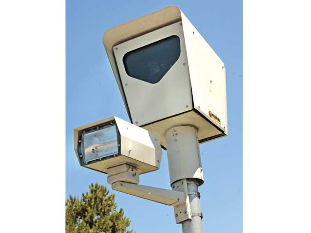 UPDATE: Council members vote to extend red light camera contract