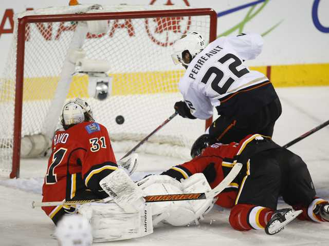 Cogliano and Ducks fend off Flames for 3-2 win