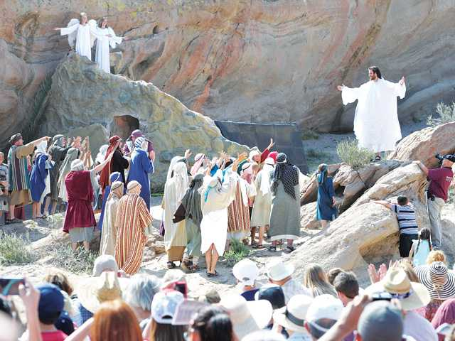 Hundreds attend passion play during Easter weekend