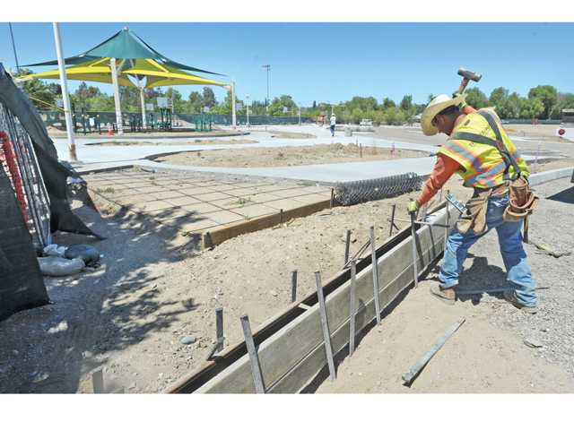 Santa Clarita adds tennis courts, dog park lights to Central Park improvement list